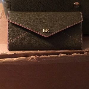 Micheal kors wallet New Never Used